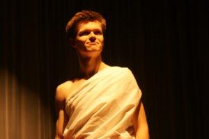 Die Theater AG der Oberstufe kündigt einen neuen Helden an…